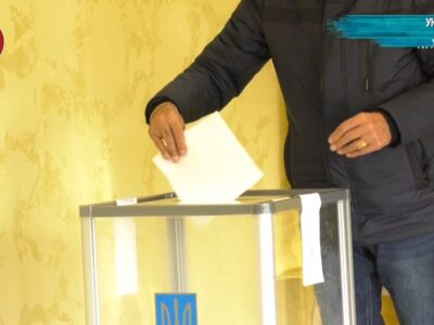 «Главное за неделю»: Выборы на Украине 2020: провал Зеленского, голосование на стульях, протоколы в кастрюлях